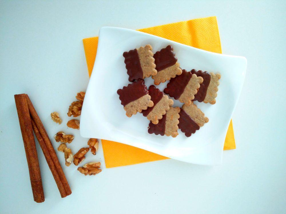 rustikalni-piskoti-z-orehi-korenckom-in-temno-cokolado-1