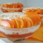 Torta breskev-marelica v kozarcu