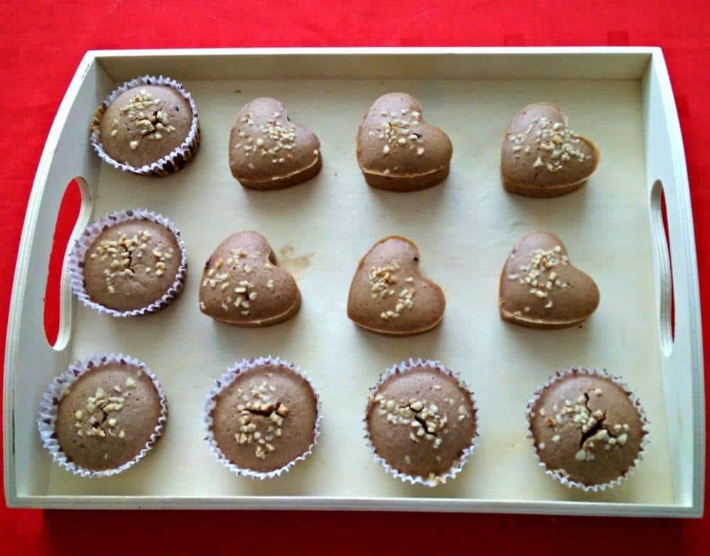 temni-muffini-s-sladkim-presenecenjem-7-2