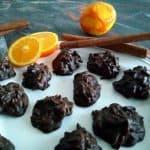 Čokoladni kupčki z mandlji in pomarančno