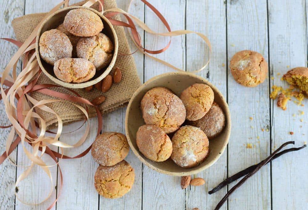 Zlati mandljevi piškoti z vanilijo